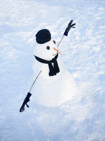 雪だるま「Snowman wearing hat and scarf」:スマホ壁紙(10)