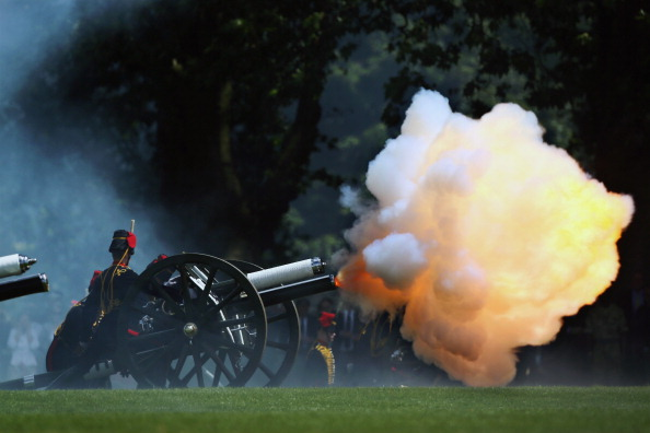 Dan Kitwood「Gun Salute To Celebrate The Duke Of Edinburgh's Birthday」:写真・画像(7)[壁紙.com]