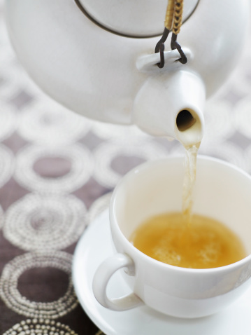 Teapot「Pouring Tea from White Teapot」:スマホ壁紙(18)