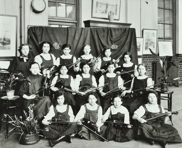 Musical instrument「Violinists, Myrdle Street Girls School, Stepney, London, 1908. Artist: Unknown.」:写真・画像(7)[壁紙.com]
