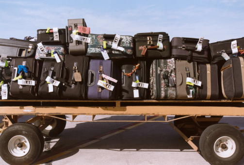 Airport Runway「Suitcases on Luggage Cart」:スマホ壁紙(16)