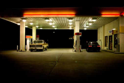 Gulf Coast States「USA, Texas, cars at petrol station at night」:スマホ壁紙(10)