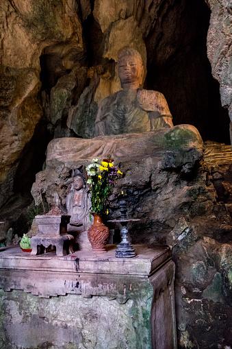 Buddha statue「Huyen Khong Cave, Vietnam」:スマホ壁紙(13)