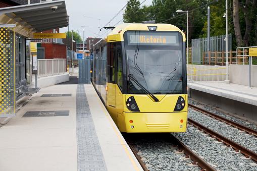 Electric train「New Manchester Materolink tram station」:スマホ壁紙(5)