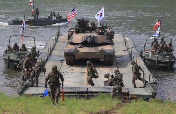 South Korea「US-South Korean Army Conduct River Crossing Exercise」:写真・画像(7)[壁紙.com]