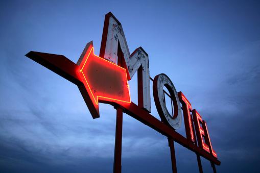 Motel「Neon Motel Sign」:スマホ壁紙(5)