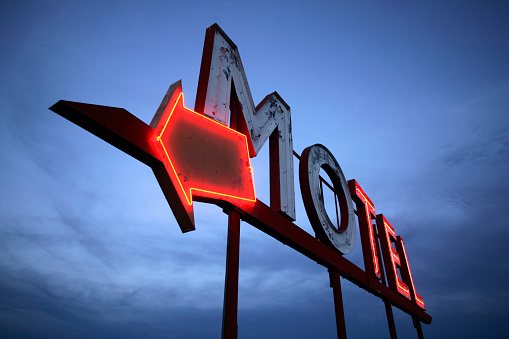 Motel「Neon Motel Sign」:スマホ壁紙(18)