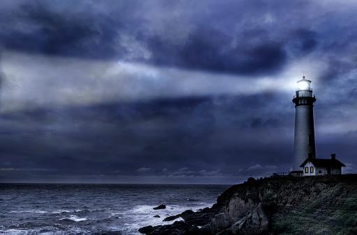 Big Sur「Pigeon Pt. Lighthouse during winter storm」:スマホ壁紙(10)