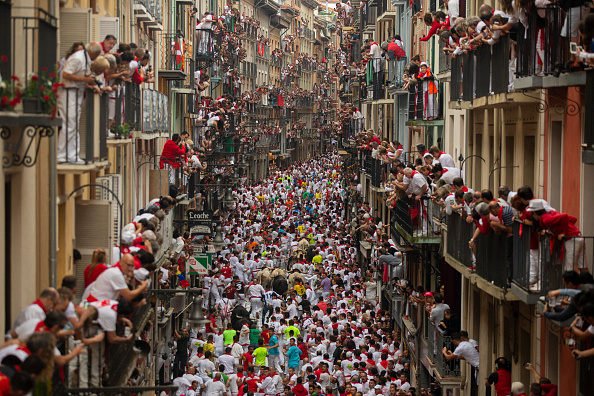 Bull - Animal「Day 2 - San Fermin Running of the Bulls 2018」:写真・画像(5)[壁紙.com]