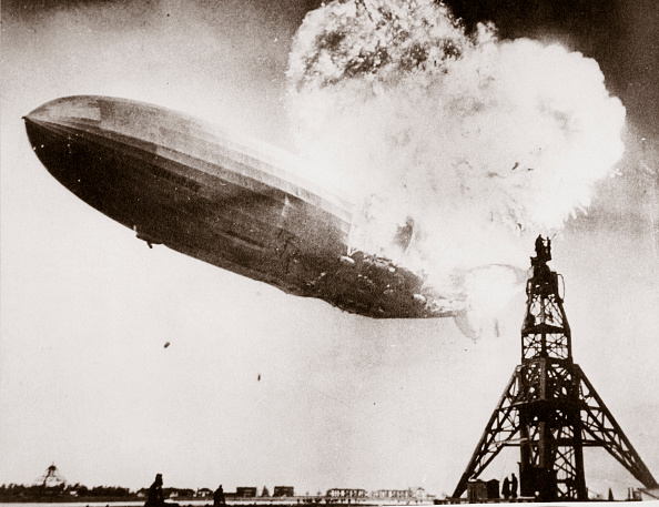 Tied Up「The German Airship 'Hindenburg' Blows Up Lakehurst New Jersey USA 6 May 1937」:写真・画像(15)[壁紙.com]