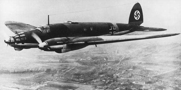 Explosive「The German bomber Heinkel HE-111 used during the second war german bomber Heinkel HE-111 used during ww2 Luftwaffe HE111」:写真・画像(10)[壁紙.com]