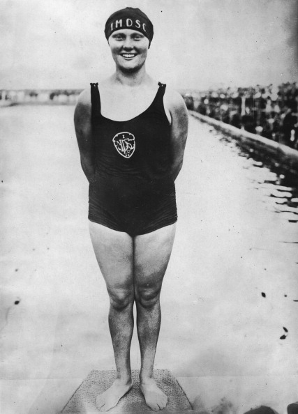 Swimming「The German Swimmer Hilde Schrader Wins At The Olympic Games In Amsterdam Gold In 200M Breaststroke. 9Th August 1928. Photograph.」:写真・画像(11)[壁紙.com]