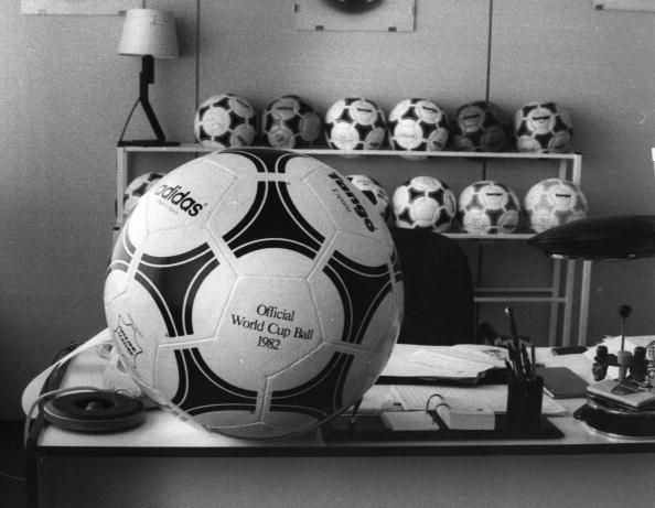Empty「World Cup Footballs」:写真・画像(1)[壁紙.com]