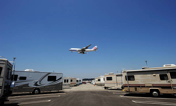 Parking Lot At LAX Serves As RV Home For Airline Workers Saving On Rent:ニュース(壁紙.com)