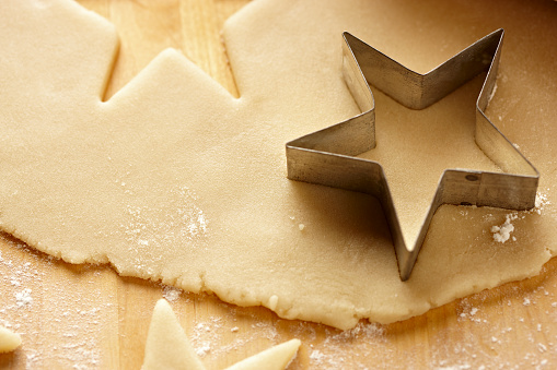 Cookie「Cookie Dough with Star Cookie Cutter Close-Up」:スマホ壁紙(11)