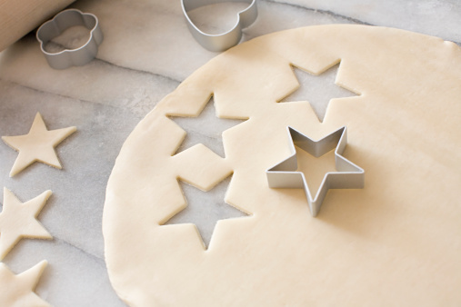 Cookie「Cookie dough and cookie cutters」:スマホ壁紙(11)