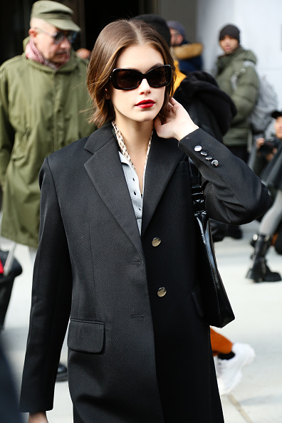 Black Coat「Street Style - Day 3 - New York Fashion Week February 2020」:写真・画像(3)[壁紙.com]