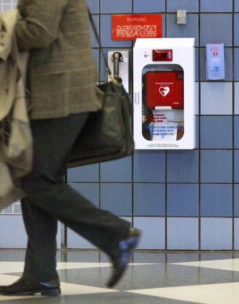 Tim Boyle「Study Finds Defibrillators In Public Areas Double Survival Rate」:写真・画像(9)[壁紙.com]