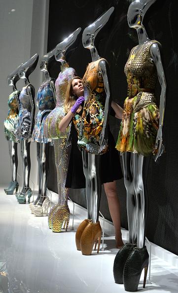 "Victoria And Albert Museum - London「""Alexander McQueen: Savage Beauty"" - Photocall」:写真・画像(11)[壁紙.com]"