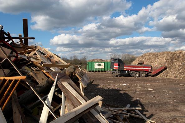Obsolete「Recycling garden and wood waste, Peterborough, Cambridgeshire, UK」:写真・画像(14)[壁紙.com]