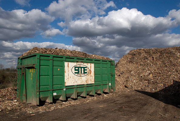 Construction Material「Recycling garden and wood waste, Peterborough, Cambridgeshire, UK」:写真・画像(16)[壁紙.com]