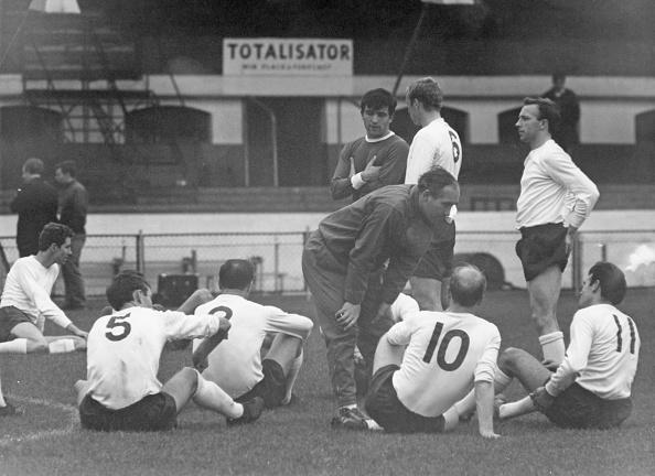 Douglas Miller「Ramsey At England Practice」:写真・画像(7)[壁紙.com]