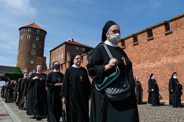 Human Head「Controversial Archbishop Leads Corpus Christi Procession Despite Spike In Covid-19 Cases」:写真・画像(10)[壁紙.com]