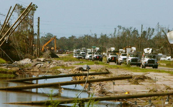 Pole「Residents Survey Damage In Wake Of Hurricane Charley」:写真・画像(5)[壁紙.com]