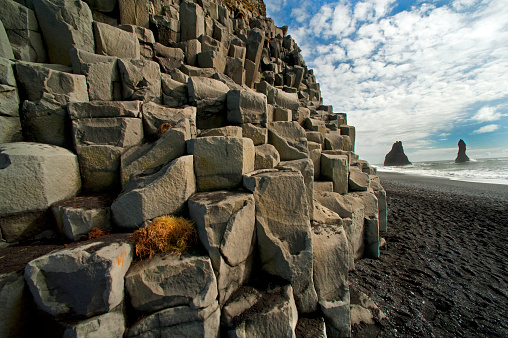 Dyrholaey「Columnar basalt along Iceland's South Coast」:スマホ壁紙(2)