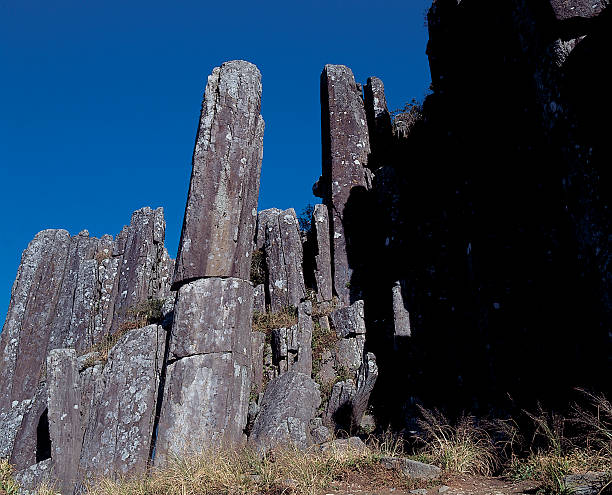 Columnar basalt formation in Pacific Northwest:スマホ壁紙(壁紙.com)