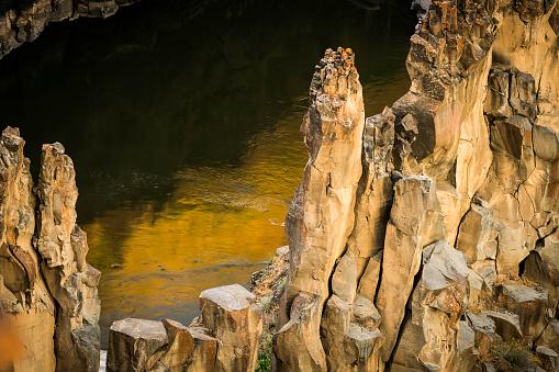 Basalt「Columnar Basalt and Reflection」:スマホ壁紙(14)