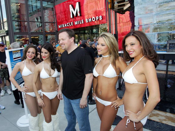 Ice Sculpture「Las Vegas Magician Nathan Burton Encases Himself In Ice」:写真・画像(19)[壁紙.com]