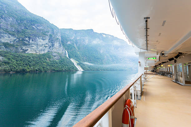 Fjord View on a Cruise Ship:スマホ壁紙(壁紙.com)