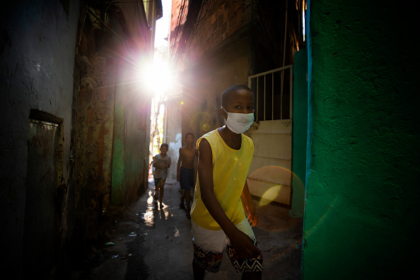 Latin America「Food Distribution in Favela do Tuiuti Together with Do Morro Para o Ringue Project Amidst the Coronavirus (COVID-19) Pandemic」:写真・画像(16)[壁紙.com]
