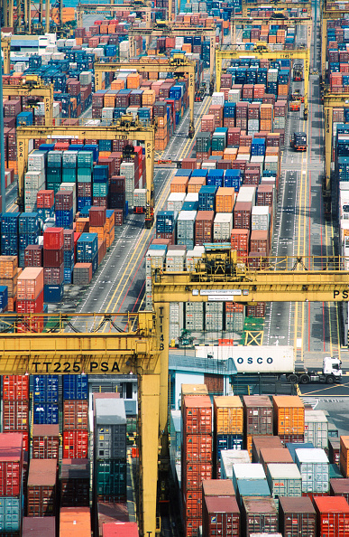 Full Frame「Port of Singapore Authority PSA container cranes stacking the thousands of containers which pass through the largest throughput container handling facilities in the world」:写真・画像(17)[壁紙.com]