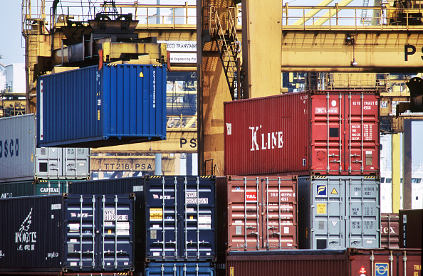 Commercial Dock「Port of Singapore Authority PSA container cranes stacking the thousands of containers which pass through the largest throughput container handling facilities in the world」:写真・画像(12)[壁紙.com]