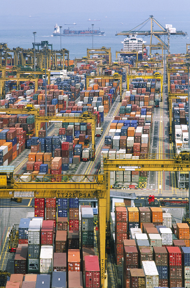 Pier「Port of Singapore Authority PSA container cranes stacking the thousands of containers which pass through the largest throughput container handling facilities in the world」:写真・画像(18)[壁紙.com]