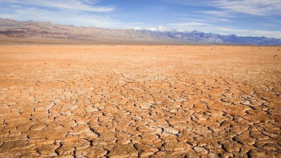 Drought「Cracked earth, Death Valley National Park, California, America, USA」:スマホ壁紙(8)