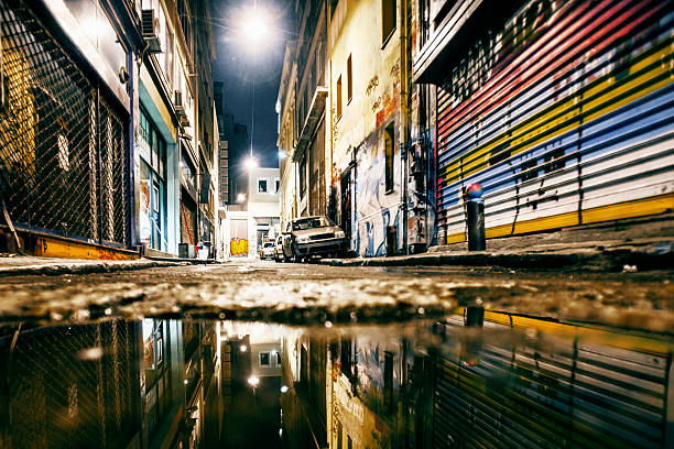 Alley reflections.:スマホ壁紙(壁紙.com)
