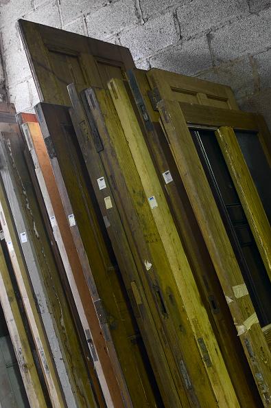 Clock Hand「Doors in salvage yard」:写真・画像(3)[壁紙.com]