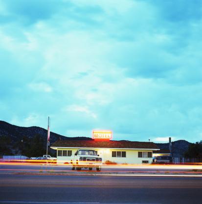 Motel「Truck parked at road side motel, dusk (blurred motion)」:スマホ壁紙(17)