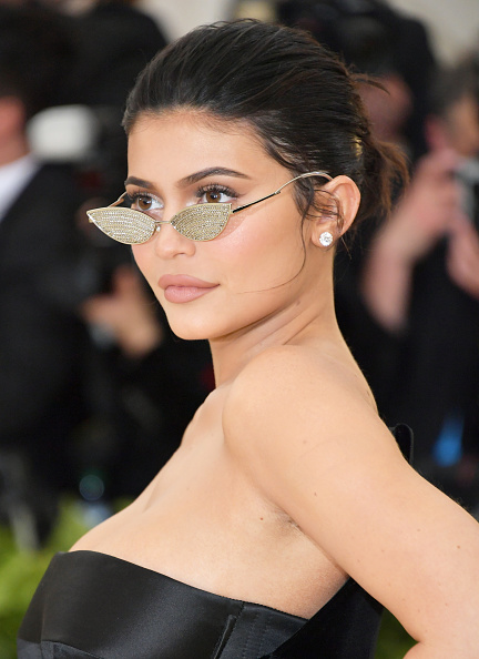 Kylie Jenner「Heavenly Bodies: Fashion & The Catholic Imagination Costume Institute Gala - Arrivals」:写真・画像(17)[壁紙.com]