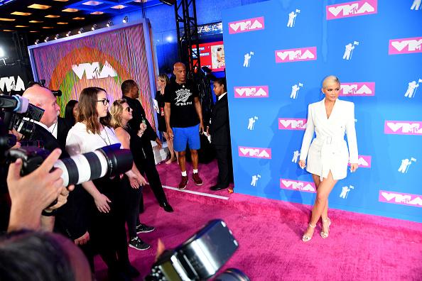 ダブルブレスト「2018 MTV Video Music Awards - Arrivals」:写真・画像(17)[壁紙.com]
