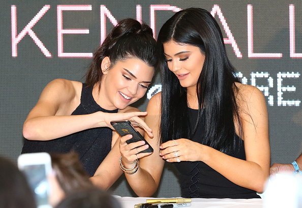 Telephone「Kendall and Kylie Jenner Launch Kendall+Kylie at Forever New」:写真・画像(17)[壁紙.com]