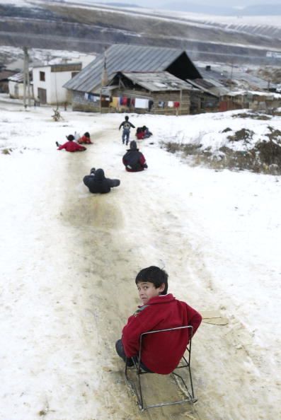 Sledding「Slovakia's Roma Community Looking For Emigration Opportunities」:写真・画像(18)[壁紙.com]