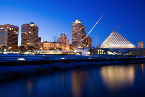 Pyramid Shape「USA, Wisconsin, Milwaukee, Milwaukee Art Museum at night」:スマホ壁紙(6)
