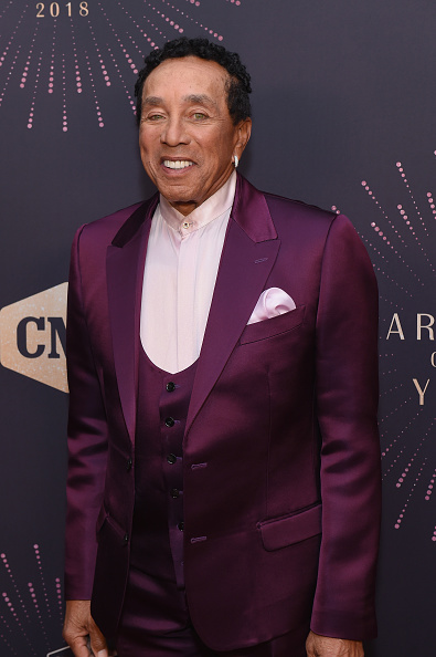 Smokey Robinson「2018 CMT Artists Of The Year - Red Carpet」:写真・画像(3)[壁紙.com]