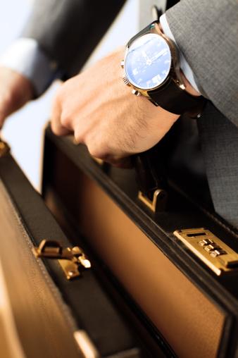 Briefcase「Opening a briefcase」:スマホ壁紙(1)