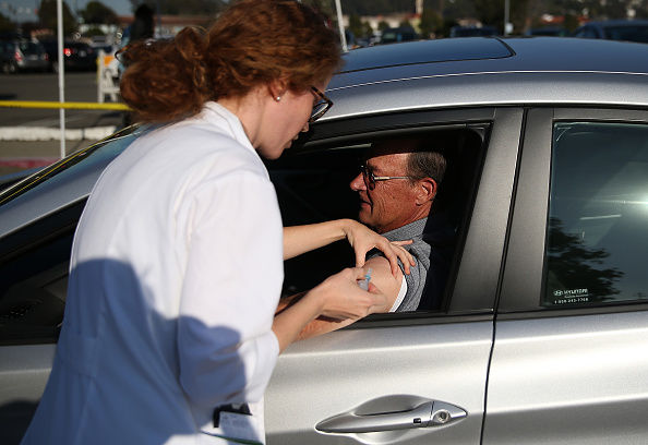 Drive Through「Doctors Offer Drive-Thru Flu Shot Clinic」:写真・画像(15)[壁紙.com]