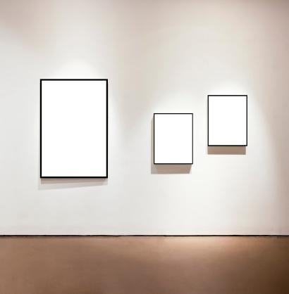 Vertical「Blank frames on the wall at art gallery」:スマホ壁紙(18)